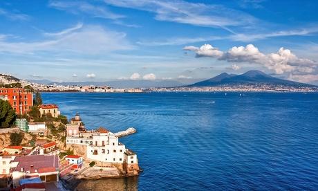 Napoli centro: fino a 3 notti con colazione e menu pizza per 2 presso 2 hotel a scelta