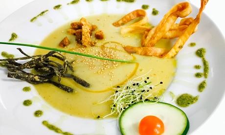 Menú vegetariano para dos personas con aperitivos, entrantes, principales, postres, bebidas e infusiones en Yerbabuena