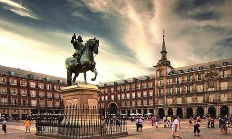 Ruta guiada por el Madrid Histórico en Segway con bebida caliente para 1 o 2 personas desde 19,90 € en Madrid Plus Tours
