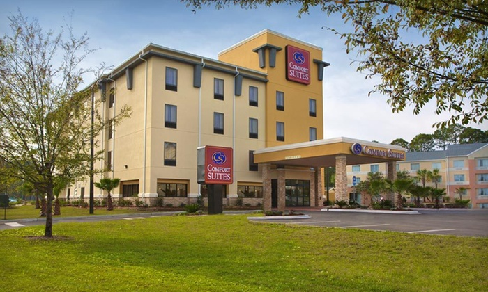 Comfort Suites Golden Isles Gateway - Everett: One- or Two-Night Stay with Option for Casino Cruise-Ship Access at Comfort Suites Golden Isles Gateway in Brunswick, GA