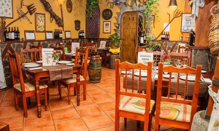 Menú para 2 o 4 con entrante, principal, postre y botella de vino o bebida desde 29,90 € en Tasca Channo's