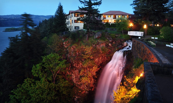 Columbia Cliff Villas - Hood River: Two- or Three-Night Stay for Up to Four with Wine-Tasting Tour for Two at Columbia Cliff Villas in Oregon