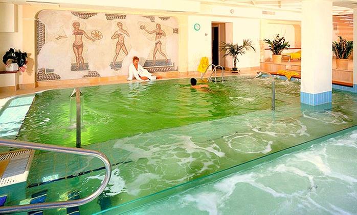 Riccione, Hotel Promenade Residence&Wellness 4*: fino a 3 notti con spa e colazione o in mezza pensione per 1 persona