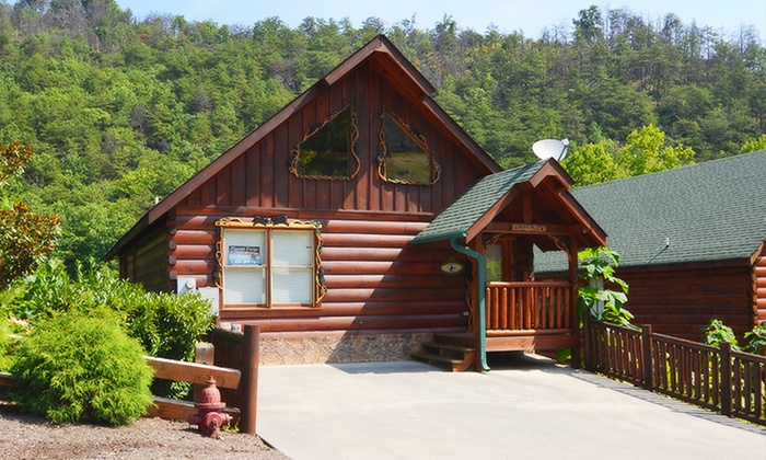 Pigeon forge cabins in pigeon forge tn groupon getaways for Groupon gatlinburg cabin