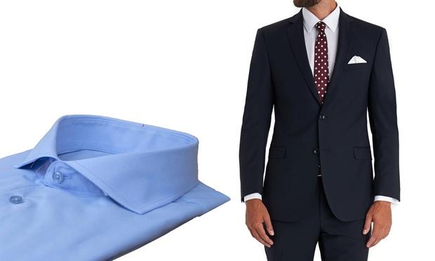 Abito blu con camicia celeste