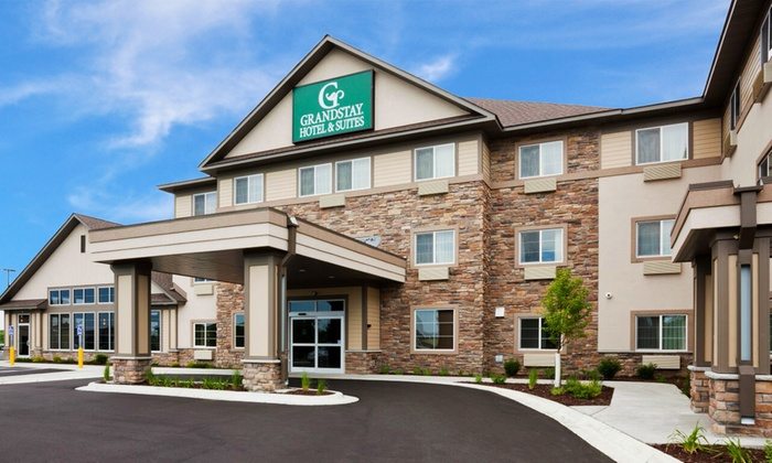 Hotel with Pool and Breakfast near Minneapolis