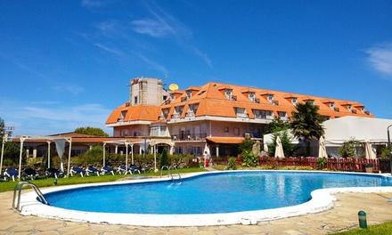 Cambados: habitación doble para 2 personas con detalle de bienvenida y desayuno o pensión completa en Hotel San Marcos