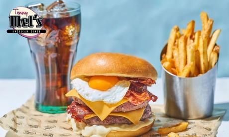Menú americano para 2 o 4 personas con entrante, principal y bebida en Tommy Mel's (hasta 32% de descuento)