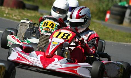 2 tandas de karting de 12 vueltas para 1 o 2 personas o Mini Gran Premio para 5 o 10 personas desde 14 € en AreaCS