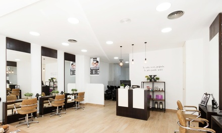 Sesión de peluquería con tratamiento específico o de queratina y opción a tinte y/o mechas desde 14,99 € en Roylos