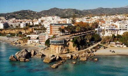Málaga: alojamiento para dos personas con desayuno y opción a media pensión en Hotel Playamaro