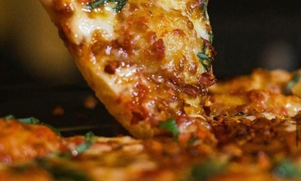 Menú italiano para 2 o 4 con entrante, principal, postre y vino en La Casa de la Pizza (hasta 55% de descuento)