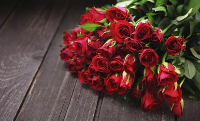 50 to 200 Roses Single or Mixed Colour and Card at Al Dar Roastery (Up to 55% Off)