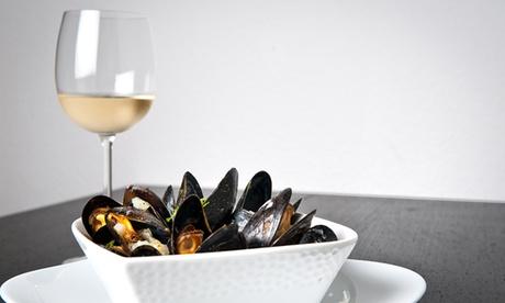 Menu mare con antipasto, primo e secondo piatto, dolce e caraffa di vino alla Trattoria Pizzeria La Campa