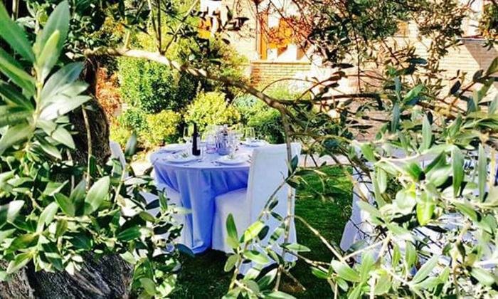 Eventi Catering Milanesi in Villa degli Ulivi - Via Alzaia Trieste: Cerimonia completa con menu a scelta, fotografo e confettata da Eventi Catering Milanesi in Villa degli Ulivi a Corsico