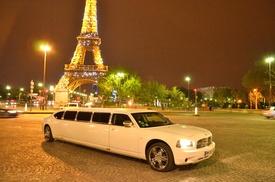 Limousine events: Balade en limousine avec bouteille pour 8 personnes maximum dès 115 € avec Limousine events