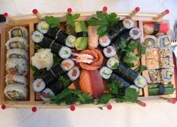 Himalaya Restaurant: Sushi-Platte XXL für 2 oder 4 Personen im Himalaya Restaurant (bis zu 54% sparen*)