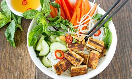 Veganes vietnamesisches 3-Gänge-Menü für bis zu 6 Personen im Com-Nam Restaurant in Rom