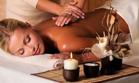3 massaggi total body da 45 o 60 minuti a scelta al centro Velvet Estetique (sconto fino a 72%)