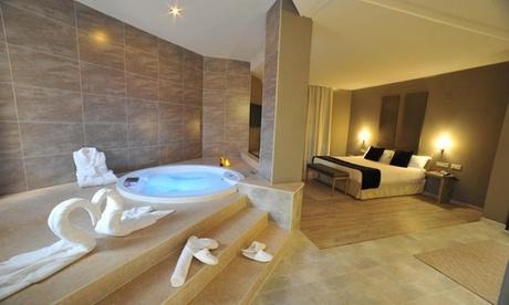 San Antonio de Benagéber: suite para 2 con bañera de hidromasaje, botella de cava y detalle romántico en Luve Hotel