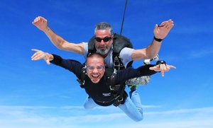 Bayou City Skydivers: $100 for a Tandem-Skydive Jump from Bayou City Skydivers (Up to $229 Value)