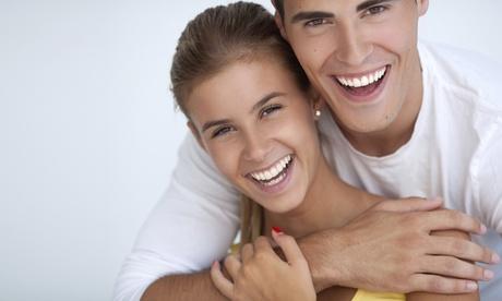 1, 2 o 3 implantes dentales de titanio con corona de porcelana y limpieza bucal desde 499 € en Clínica Lerma
