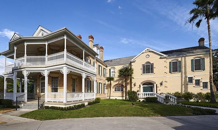 Victorian Mansion Inn in Seguin