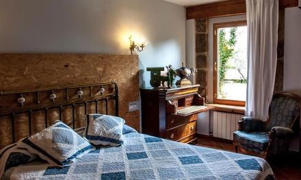 Herreros: habitación doble o twin para 2 con jacuzzi, desayuno, alquiler de bicicleta y botella de vino en Enclave Soria
