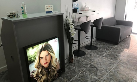 Sesión de peluquería con lavado, corte y peinado y opción a tinte, mechas o alisado japonés en Alejandra Estética