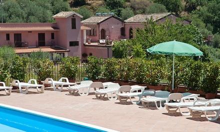 Sicilië: deluxe kamer met ontbijt/halfpension & bezoek aan het Alcantara Botanical Park bij La Casa Delle Monache voor 2