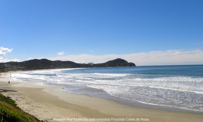 Pousada Cores do Rosa - Imbituba: Praia do Rosa/SC: até 7 noites para 2 ou 4 pessoas + café da manhã (opções em feriados) na Pousada Cores do Rosa