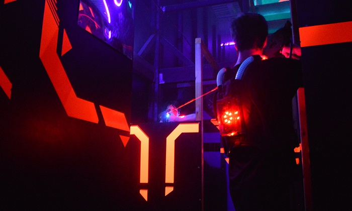 Lasergame evolution paris asni res jusqu 39 26 asni res for Mini putt laval exterieur