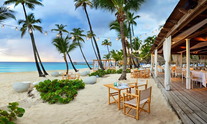 Meals, Drinks & Entertainment at All-Inclusive Caribbean Beach Resort