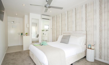Noosa: 2 to 4 Nights for Two with Breakfast, Sangria and Late Check-Out at 10 Hastings Street Boutique Motel