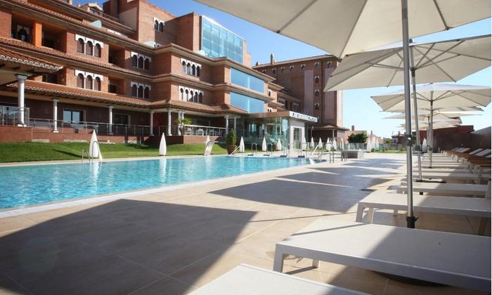 Granada palace groupon for Jr piscina granada