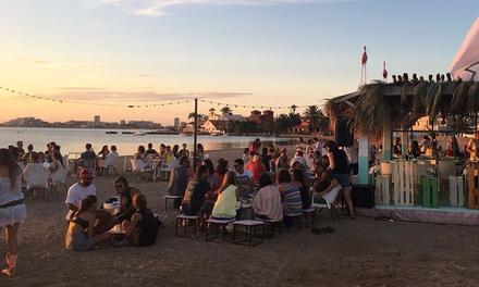 Menú de arroz en playa para 2 o 4 personas con entrante, principal, postre y vino desde 29,99 € en Pata Palo Sunset