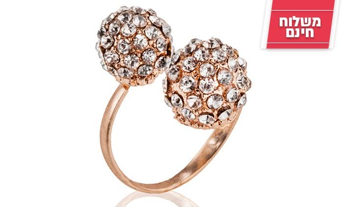 טבעת מעוצבת בשילוב כדורי זירקון למראה נוצץ ויוקרתי, רק ב-29 ₪ כולל משלוח חינם! זוג ב-49 ₪ בלבד