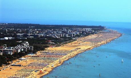 Bibione: fino a 7 notti in camera premium per 2 persone con colazione, piscina e servizio spiaggia all'Hotel Alemagna