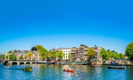 Cerca de Ámsterdam: Habitación doble con desayuno para 2 personas en las torres Holiday Inn Express Amsterdam Arena.