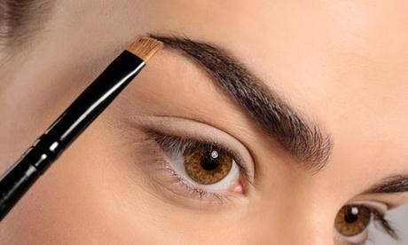 Tratamiento de henna para cejas con diseño y depilación en Studio Expert Lash And Brow