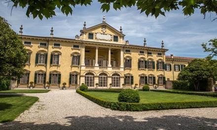 Degustazione di vini e tour con guida in italiano per 2 persone presso Villa Sigurtà (sconto fino a 31%)