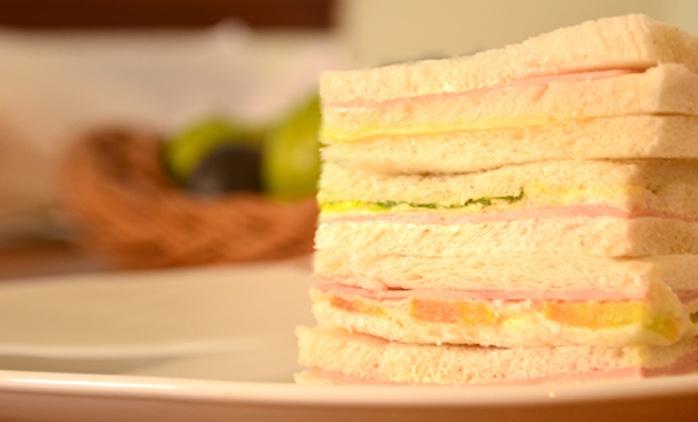 Desde $199 por 2, 4, 6 u 8 docenas de sándwiches de miga triples en Confitería La Casona Lanús