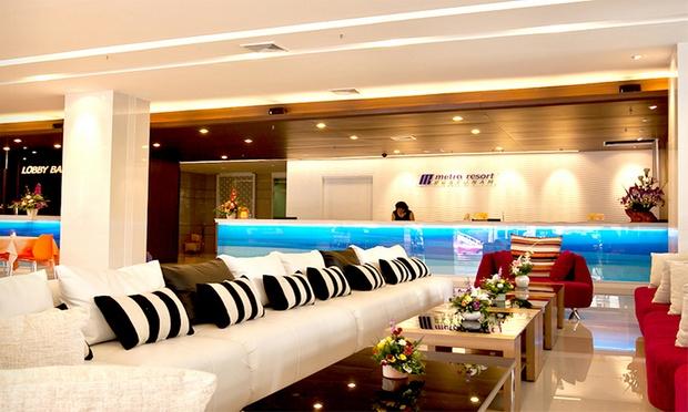 Bangkok: City Hotel + Flights 3