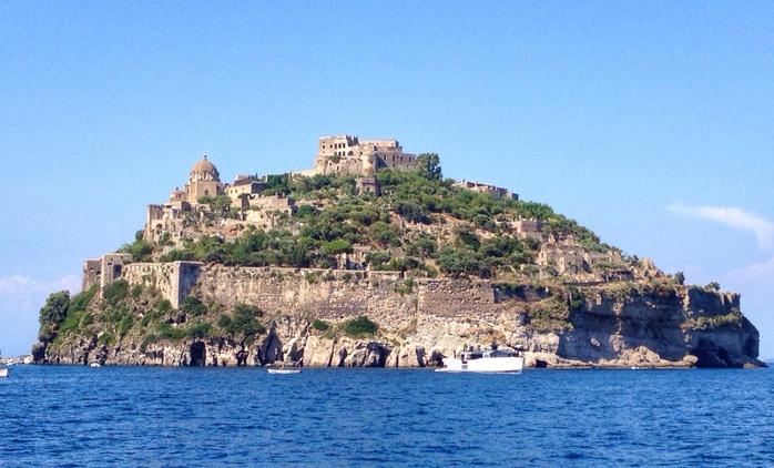 Ischia: hotel 3* formula roulette, fino a 7 notti con mezza pensione e piscina per 1, Ferragosto con cenone incluso