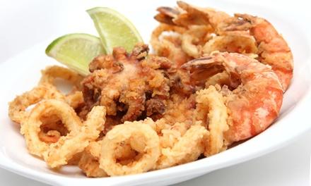 Menú con aperitivo, entrante, fritura de pescado, postre y bebida para 2 o 4 personas desde 19,95 € en Muelle Seis