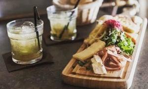 Restaurant-Bar à vin Warehouse: 1 assiette de tapas ou mixte pour 2 ou 4 personnes et 1 cocktail au choix par personne dès 15,99 € au Warehouse