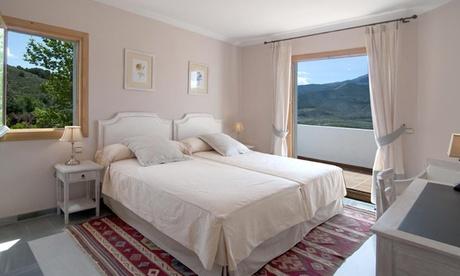 Alpujarra de Almería: 1, 2 o 3 noches para 2 personas con detalle de bienvenida y opción a menú en Hotel Villa de Laujar
