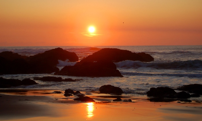Beachfront Manor Hotel - Lincoln City, OR: 2 Nights for Two in an Ocean Room or Beach Suite at Beachfront Manor Hotel in Oregon; Check in Sunday–Wednesday