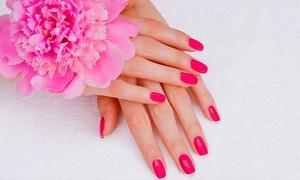 Studio de Beleza Schittine: Schittine – Funcionários: aplicação de unhas de cristal + esmaltação (opção com 1 manutenção)