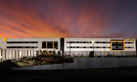 Melbourne, Dandenong: Deluxe Room Stay for Two with Breakfast, Parking and Beer Tasting at Atura Dandenong